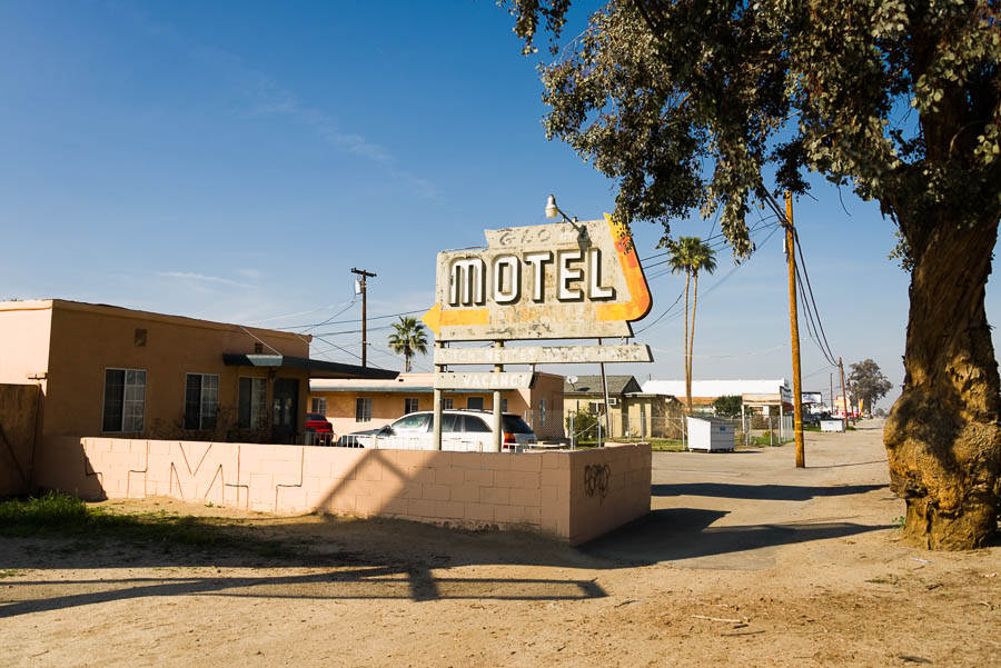 OldMotelSignArrow-BakersfieldCA-20150211-001