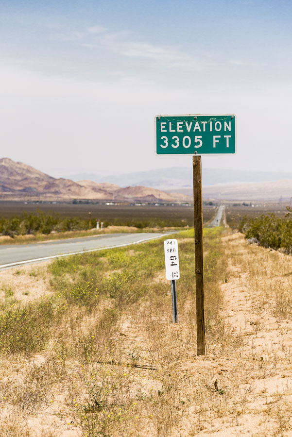ElevationSign3305Ft-Hiway247-NearSlashXCafeCA-(20150517)-004